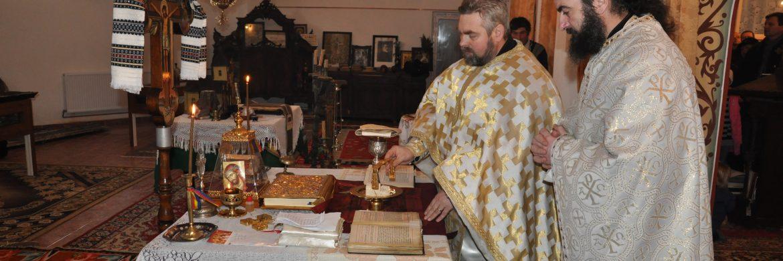 Slujbă în paraclisul de la demisolul catedralei