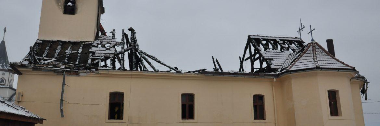 Imagini cu biserica veche după incendiu și refacerea ei