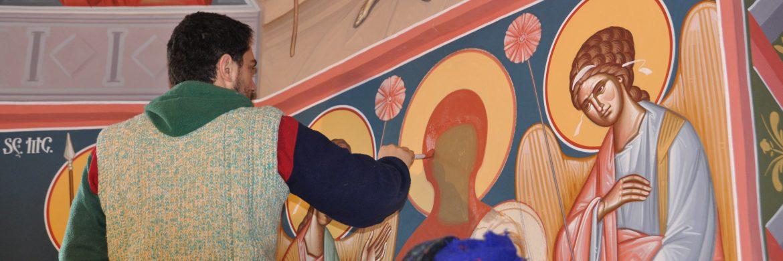 Refacerea picturii în biserica veche după incendiu
